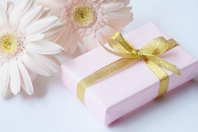 プレゼントにピアスなどアクセサリーを贈る意味